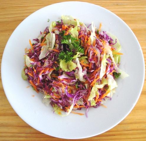 Salada coloroda e crocante