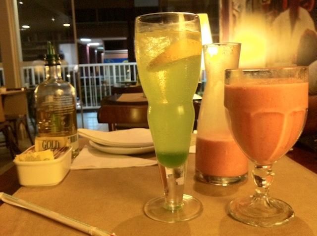 Cardinale - Soda com licor de maça verde e smoothie de morango