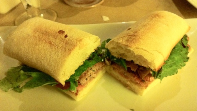 Cardinale - Sanduiche de rosbife brie e rúcula
