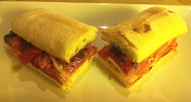 Cardinale - Sanduiche de presunto cru queijo caprino e pesto