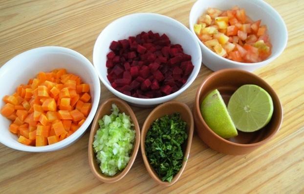 Salada de beterraba, cenoura e tomate