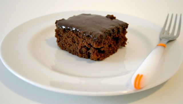 Bolo de chocolate e refri pronto