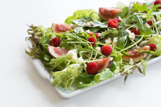 Salada de rúcula, figo e framboesa