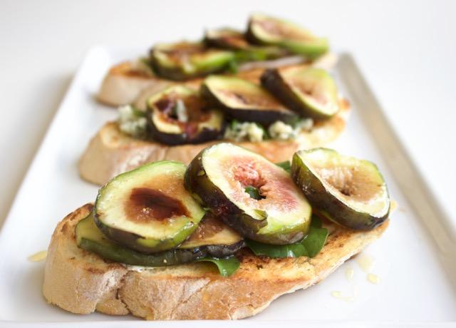 Crostini de figos frescos