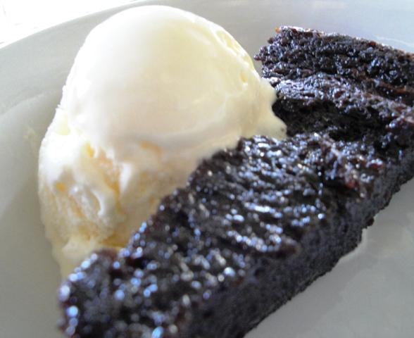 Sobremesa - Pretão de chocolate com sorvete de creme