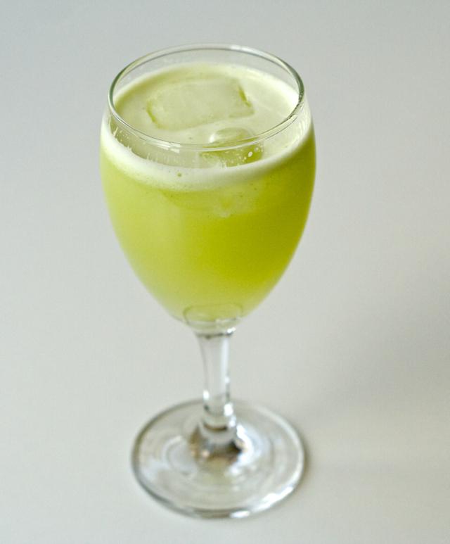suco de limão e talo de couve